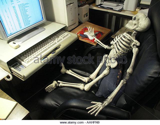 skeleton-using-a-computer-aahfn9.jpg